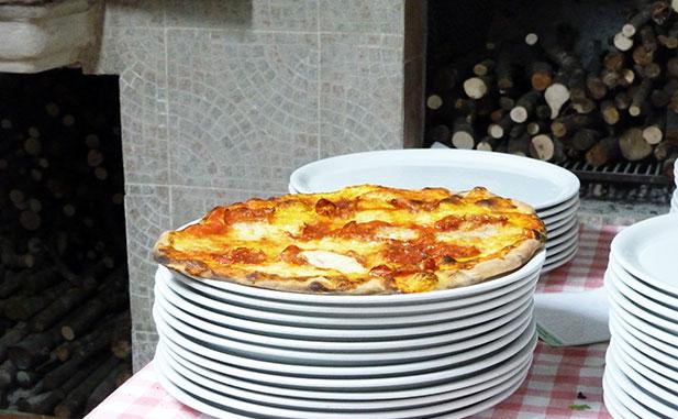 Pizza appena sfornata 617 web