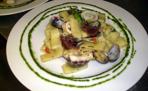 Calamarata con vongole veraci calamaretti ep oodorini secchi 617 web